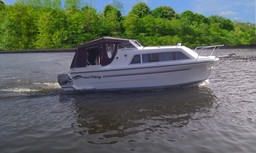 MOTOR BOATS: VIKING 215