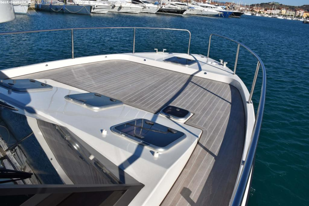 COBRA YACHTS FUTURA 40 GRAND HORIZON